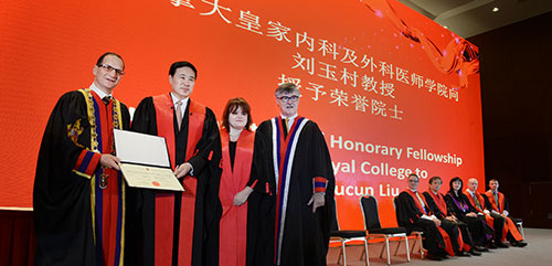Dr. Yucun Liu, president of the Peking University First Hospital and new Royal College Honorary Fellow, stands with representatives of the Royal College at CCRE 2016.